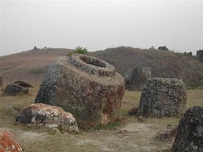 Il mistero delle enormi giare giganti nel Laos.